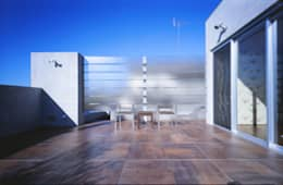 TERRACE  | 百日紅の家 | RC造高級注文住宅: Mアーキテクツ|高級邸宅 豪邸 注文住宅 別荘建築 LUXURY HOUSES | M-architectsが手掛けたベランダです。