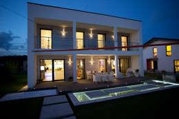 Casas de estilo moderno por ELK Fertighaus GmbH