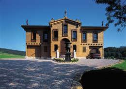 rustic Houses by ELK Fertighaus GmbH