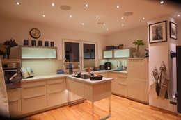 modern Kitchen by ELK Fertighaus GmbH