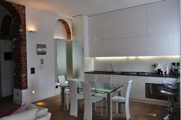 Appartamento Privato - Private Apartment: Cucina in stile in stile Moderno di MELLINACORTISTUDIO