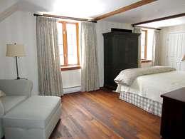 Country Farmhouse: Chambre de style de style eclectique par Kathryn Osborne Design Inc.