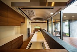 Cocinas de estilo asiático por 一級建築士事務所haus