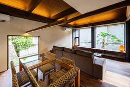 Salas de jantar asiáticas por 一級建築士事務所haus