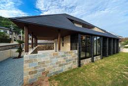 Casas asiáticas por 一級建築士事務所haus