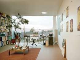 Estudios y oficinas de estilo moderno por homify