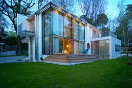 Projekty, nowoczesne Domy zaprojektowane przez Kramm + Strigl  Architekten und Stadtplaner