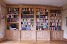 Oak Break fronted Bookcase: classic Study/office by Worsley Woodworking