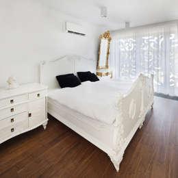 PERFORATED HOUSE INTERIOR: styl , w kategorii Sypialnia zaprojektowany przez KLUJ ARCHITEKCI