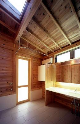 Ванные комнаты в . Автор – HAN環境・建築設計事務所