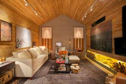 MOSTRA ARTEFACTO RIO 2015: Salas de estar modernas por BC Arquitetos