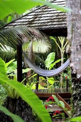 Projeto Paisagístico em Morro de SP/ Bahia. Ânima Hotel.: Jardins tropicais por Eduardo Luppi Paisagismo Ltda.