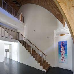 Corridor & hallway by Ruud Visser Architecten