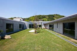 Jardins modernos por 依田英和建築設計舎