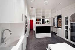 Salas de estilo minimalista por 23bassi studio di architettura