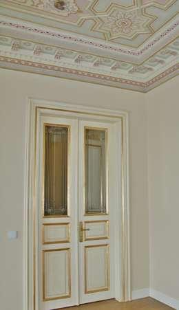 Öztek Mimarlık Restorasyon İnşaat Mühendislik – Rumelihisarı Yalı Restorasyonu: klasik tarz tarz Pencere & Kapılar