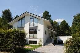 Projekty, nowoczesne Domy zaprojektowane przez Dammann-Haus GmbH