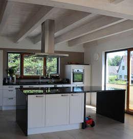 Projekty,  Kuchnia zaprojektowane przez Dammann-Haus GmbH