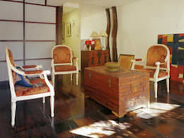 古民家の古材でマンションリフォーム: ユミラ建築設計室が手掛けたリビングです。