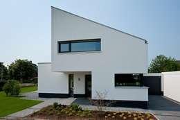 Projekty, nowoczesne Domy zaprojektowane przez Sommer Passivhaus GmbH