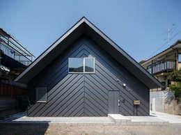 Projekty, eklektyczne Domy zaprojektowane przez Hiromu Nakanishi Architects