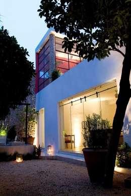Patio: Casas de estilo ecléctico por Taller Estilo Arquitectura