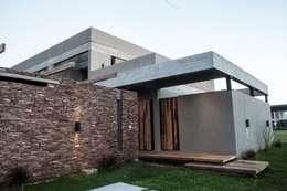 منازل تنفيذ FAARQ - Facundo Arana Arquitecto & asoc.