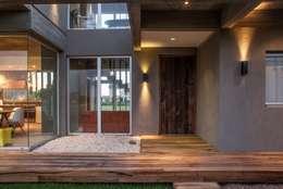 FAARQ - Facundo Arana Arquitecto & asoc.: modern tarz Evler