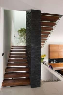 Koridor dan lorong by GLR Arquitectos