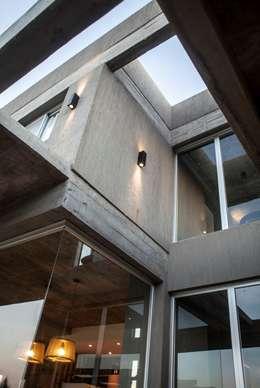 modern Houses by FAARQ - Facundo Arana Arquitecto & asoc.