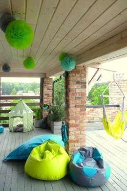 Balconies, verandas & terraces  by CHIC POM