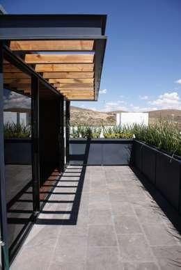 Santa María Dos: Terrazas de estilo  por Taller Habitat Arquitectos