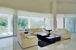 Excelencia en Diseño: modern tarz Oturma Odası