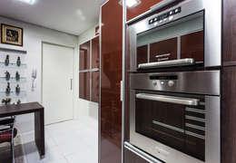 Uma cozinha prática: Cozinha  por msaviarquitetura