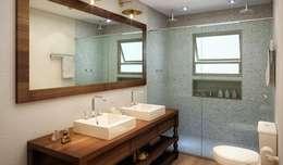 modern Bathroom by SESSO & DALANEZI