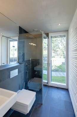 Ванные комнаты в . Автор – Haus Wieckin