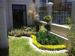 Jardines de estilo mediterraneo por Vivero Sofia