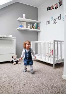 Pokoik małej Magdaleny: styl , w kategorii Pokój dziecięcy zaprojektowany przez AWUU
