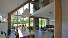 Salas de jantar modernas por Bongers Architecten