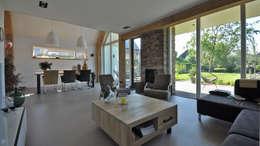 Salas de estar modernas por Bongers Architecten