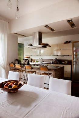 Modern Kitchen By MAT Architettura E Design