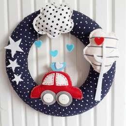 Sesiber – Red Car, Tree and Cloud Baby Boy Foor Wreath: modern tarz Çocuk Odası