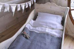 Housse de couette et taie d'oreiller – Lenka: Chambre d'enfants de style  par Handmade of Passion