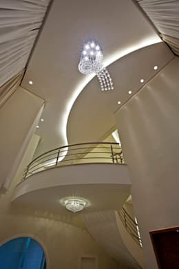 moderne Woonkamer door Arquiteto Aquiles Nícolas Kílaris