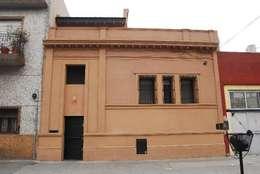 Casas de estilo ecléctico por Parrado Arquitectura