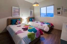 Recamara Infantil: Habitaciones infantiles de estilo  por NEST