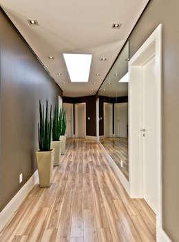 Corridor, hallway by Espaço do Traço arquitetura