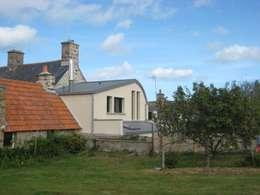 Réaménagement extension d'une longère Normande: Maisons de style de stile Rural par Frederic Mauret