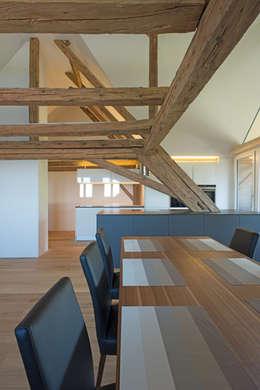 heim+müller Architektur: kırsal tarz tarz Yemek Odası