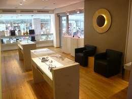 Oficinas y tiendas de estilo  por Tischlerei Focke